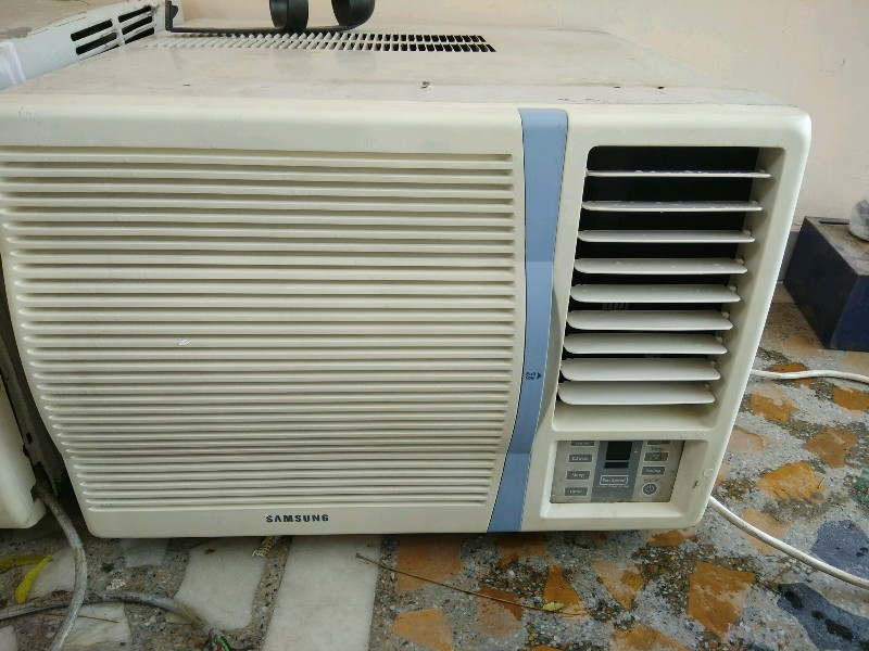 samsung  3 year old 3 star window ac good working condition
